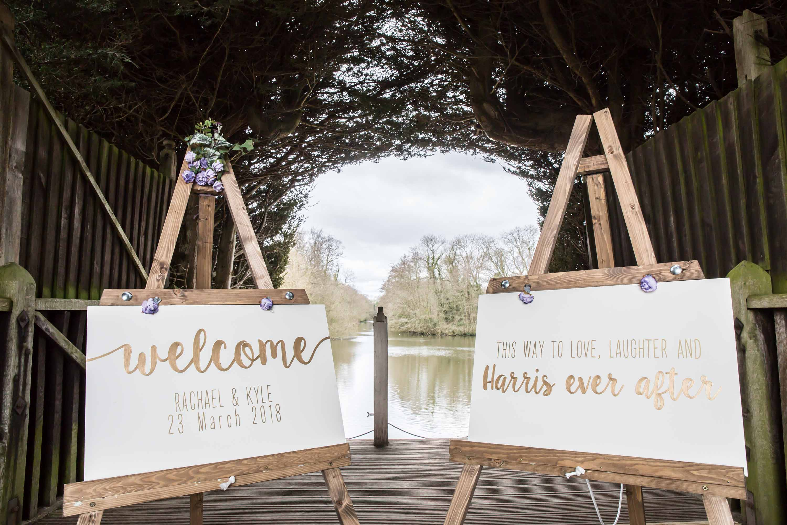 welcome signs at thornton manor lakeside